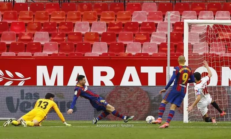 ميسي يكسر التعادل وبقود برشلونة لعبور فخ إشبيلية