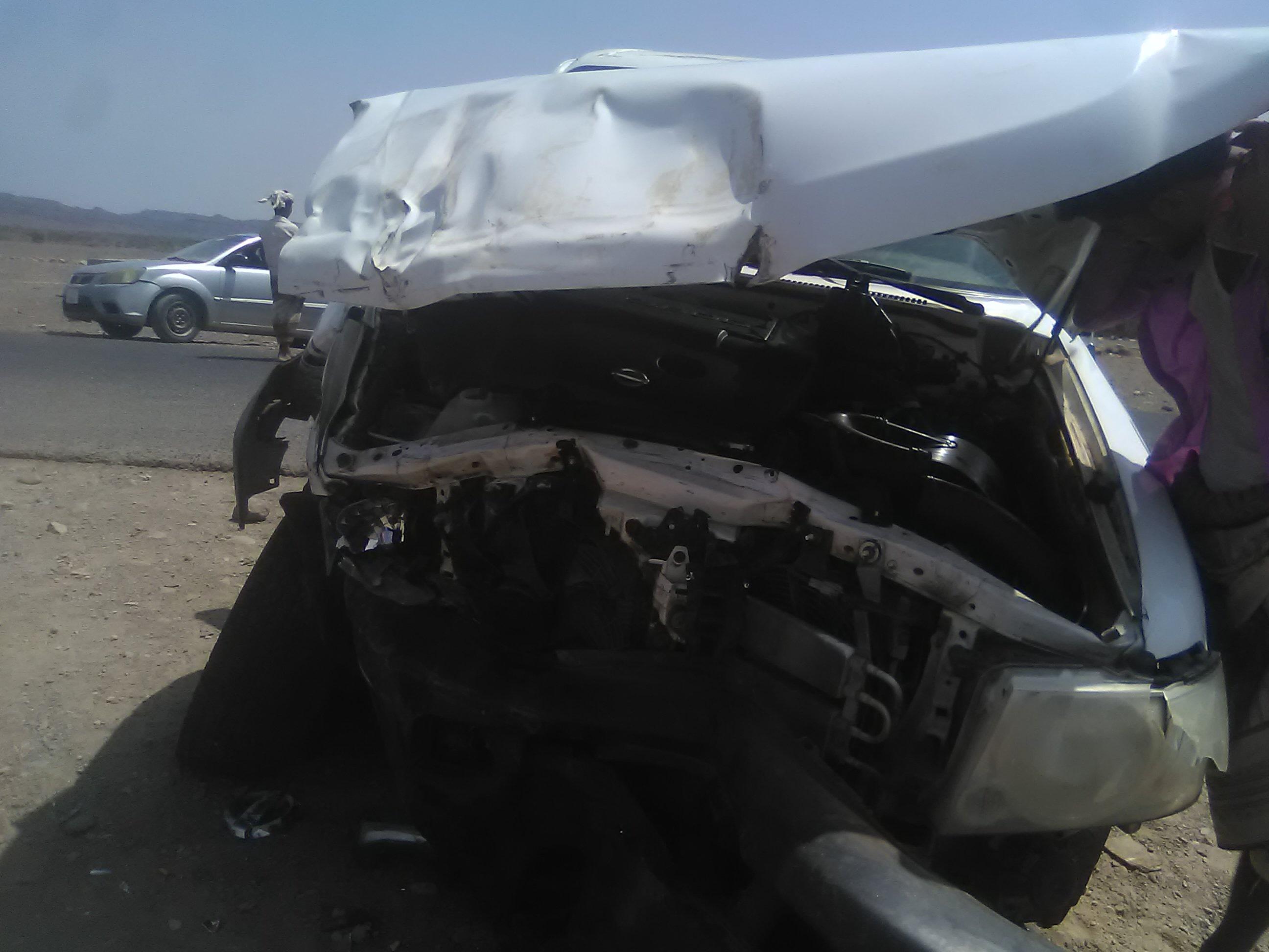 ثلاث شخصيات من لحج ينجون من حادث مروري مروع