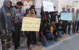 طلاب كلية النفط في شبوة ينفذون وقفة احتجاجية