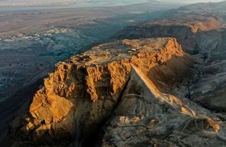 باحثون يفكون ألغازا لمخطوطات بالبحر الميت