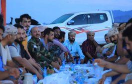 احياء لذكرى تحرير عدن من الحوثي مقاتلو جبهة مطار عدن ينظمون إفطار جماعي