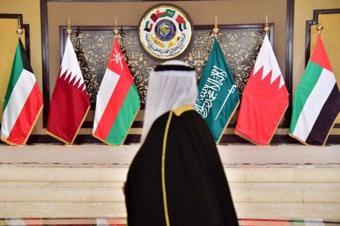 التحديات الخارجية تدفع دول الخليج إلى التهدئة الداخلية