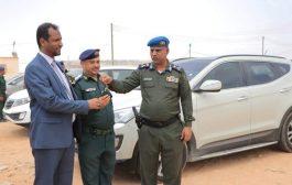 تدشين توزيع السيارات المقدمة من وزير الداخلية لإدارة الأمن وشرطة محافظة المهرة