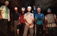 الفريق العماني الجيولوجي ينهي زيارته الاستكشافية لمحافظة المهرة بإجراء دراسة لكهف رمدود بحوف